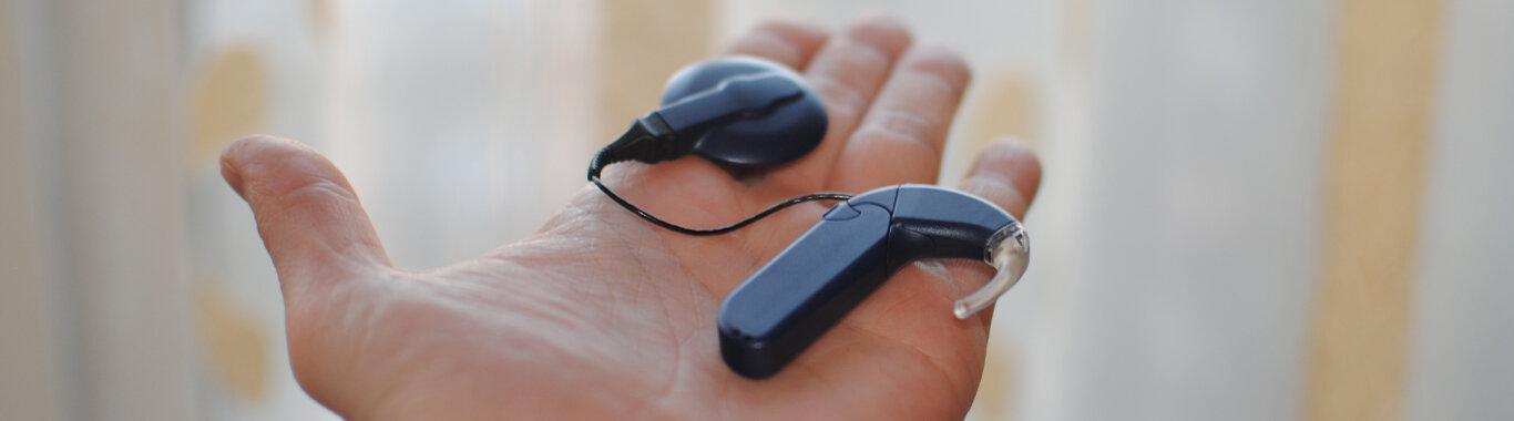 l'implant cochléaire< : définition, fonctionnement et remboursement